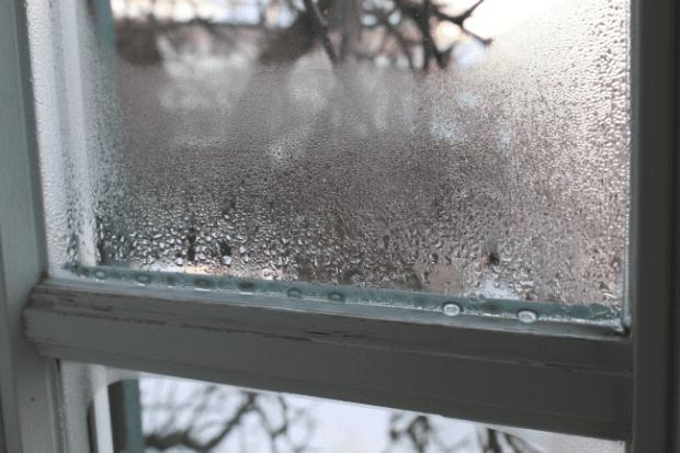 Home Humidifier Fogged Window Water Residue (2) (w620)